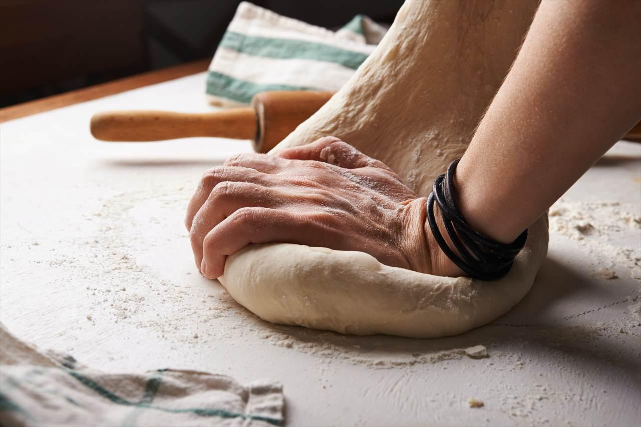パンを練り上げる