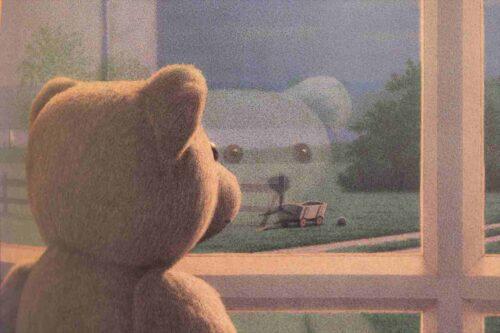 窓から外を見るくまくん
