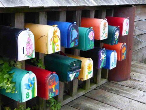 花模様がきれいな郵便ポスト