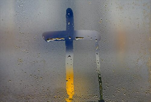 窓に息で書いたクロス