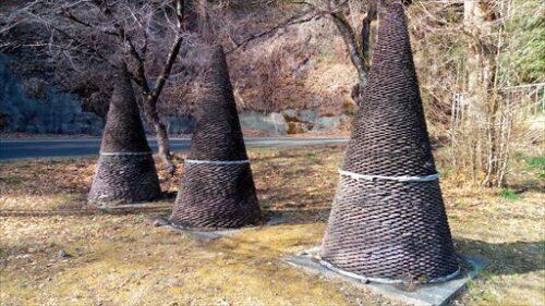 まわりの風物に溶け込む藤野の彫刻