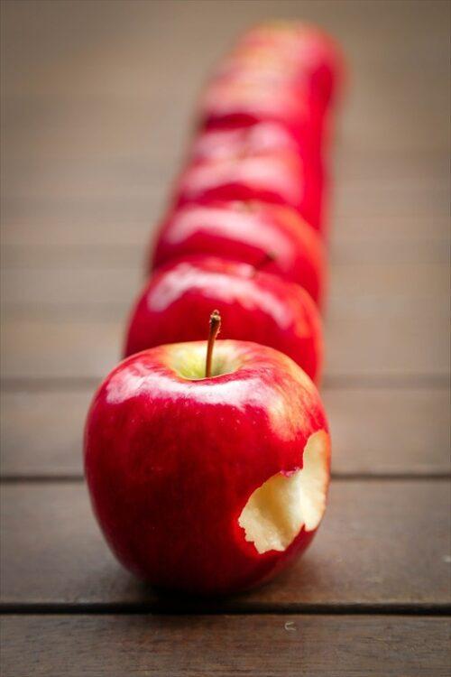 おやつの赤いりんご