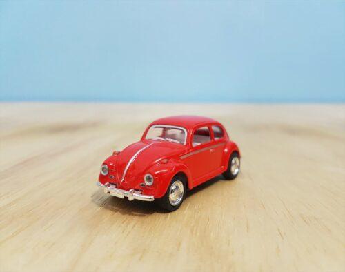 パパが買ってきた赤いおもちゃの自動車